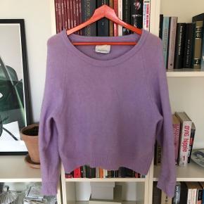 Flot lavendel/pastel lilla uldtrøje i perfekt stand.