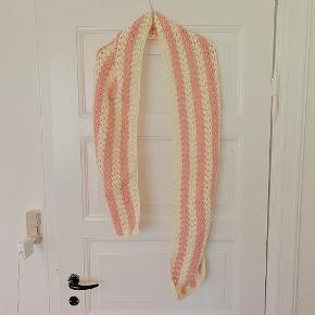 Vintage hæklet / strikket halstørklæde, super fint i pastelfarver