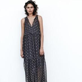 Rabens Saloner kjole gået med 2 gange   Størrelse: XS   Pris: 650 kr   Fragt: 37 kr   Ny pris: 1300 kr