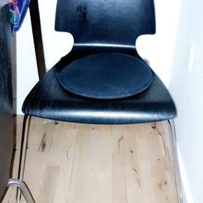 3 stole for 100 kr. Super fin stand, en ad dem er brugt meget lidt.  Skal bare væk.