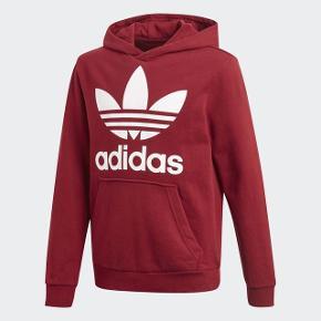 Adidas trefoil hoodie Meget god stand Ingen tegn på brug:) Byd meget gerne
