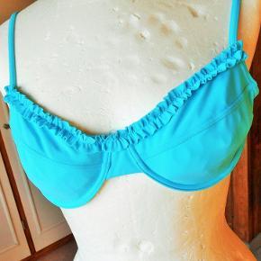 Badetøj, NY Bikini, Sunball, str. M - L, Turkis, Ubrugt Super fin ny bikini i en dejlig turkis farve BH toppen er str M Trussen str Xl men lille i størrelsen så svarer til L Med flot rynkeeffekt på BH og fin lille snøre i trussen 83 % polyamid + 17 % elastan Porto som forsikret pakke med DAO uden omdeling  fremme på 2-4 dage Har Mobilpay