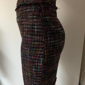 Nederdel fra H&M. Aldrig brugt. Mega fin og klassisk med lynlås bagpå.