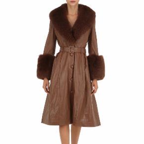 SØGER SØGER SØGER   Hvis du vil af med din Saks Potts frakke i farven brun, sort eller beige... så skriv endelig til mig 🥰😍 helst størrelse 1