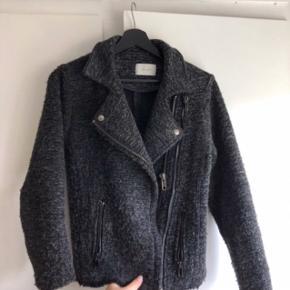 Lækker neo noir jakke - har aldrig brugt, fitter også en medium