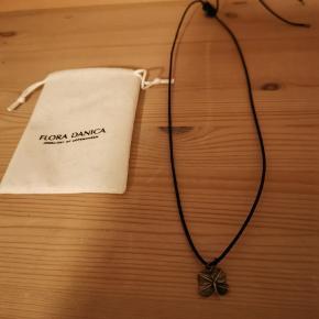 Flot ny halskæde fra Flora Danica sælges. Ses og købes i Kolding eller sendes på købers regning! :)