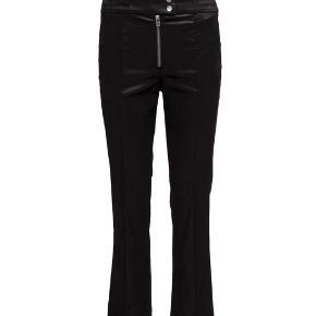 Helt nye bukser. Cropped velour, style vanai.  Bytter ikke