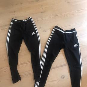 To par adidas bukser 40kr pr. stk og 70kr for begge to. De er brugte begge par, men er stadig lækre og uden synligslitage. De er fra to forskellige årgange som også ses på billedet. De er str.164 altså en small:))