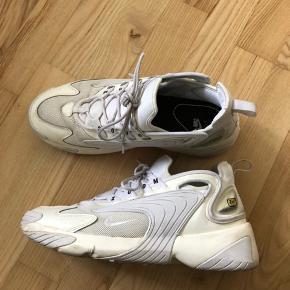 Nike Zoom 2000  Str. 42,5  Brugt, men stadig masser af liv tilbage. Skal nok have en hurtig vask, så er den pæn igen.   Kom med bud, ingen skambud tak