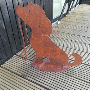 Hund i jern højde 40cm. Ny pris 299.