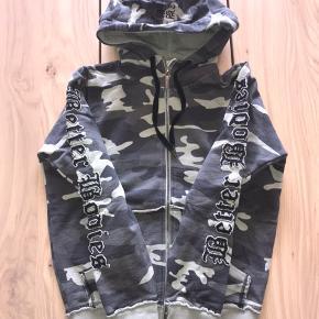 Super lækker hoodies fra better bodies i Grey army str small. Nypris 1000,-  Har for meget sportstøj så sælger ud 😊
