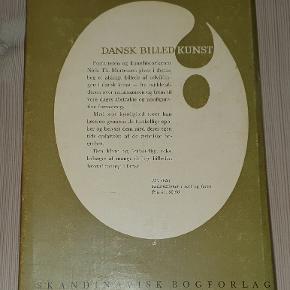 """""""Dansk billedkunst"""" af Niels Th. Mortensen.  Skandinavisk bogforlag, 1964.  Bogen fremstår i pæn stand, men med let gulnede sider samt en skade på papirindbindingen (som kan tages fjernes)."""