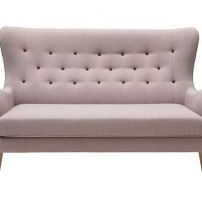 Sofa fra Ilva sælges for 1500kr Købt i 2015 Farven beige - stoffet kan tages af, og vaskes Sælges for 1500 kr - ved hurtig handel kan prisen forhandles.  Befinder sig i Kbh NV