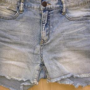 Varetype: Shorts Ayla Størrelse: 13-14år Farve: Lys denim Oprindelig købspris: 400 kr.