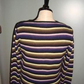 Rosemunde - cardigan Str: M Lækker blød cardigan i silke/casmere Materiale: 55 % Seide 45 % Casmere Mål: Skulder: 40 cm  Bryst: 50 cm -   gange to Længde: 60 cm