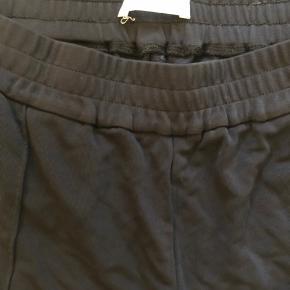 Arket bukser sælges billigt, brugt få gange. Helt som nye
