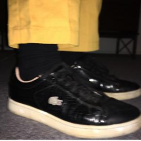 Sælger mine lacoste sko da jeg ikke bruger dem mere. De er super behagelige at gå i. Nypris var 700kr