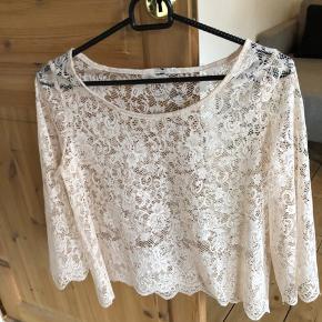 Beige/lyserød lace blond, top/bluse. Størrelse Xs/S