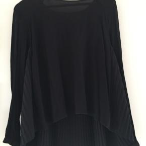 Smuk bluse. Nypris 750,-Ubrugt