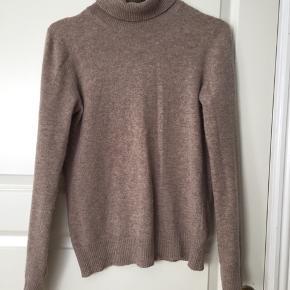 Dejligt sweater. God stand. Passes af s/m.