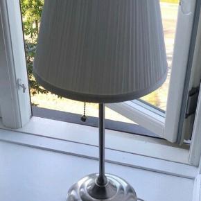 Ikea bordlampe med træk / slip knap funktion
