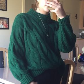 Sød grøn sweater fra H&M i en S. Aldrig rigtig brugt. Byd :)