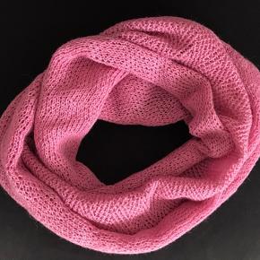 Smukt rosa baby alpaka ulds tørklæde
