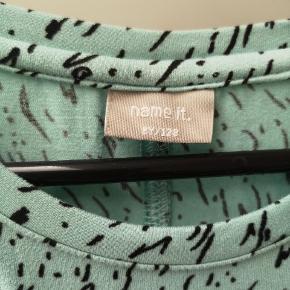 Blød oversize bluse fra røgfrit hjem.