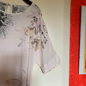 """Elegant MOS MOSH bluse, str M  Mulighed for """"Køb nu"""" eller mødes og handle :)"""