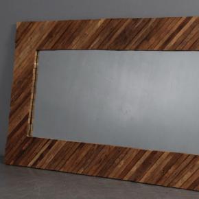 Fedt gulvspejl, lavet med træramme, spejlet er helt nyt. beslag til ophæng medfølger, kan hænge både lodret og vandret (Butikspris er 3599kr)  Mål 100x200cm  Pris er pr stk.
