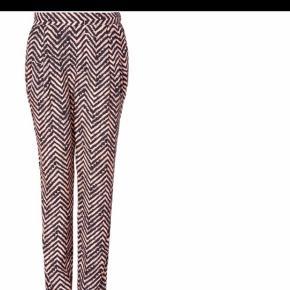 Varetype: Bukser Størrelse: 32 / XS Passer str 34 -36 / XS og 26 - 27 i jeans   lækre bukser fra Malene Birger. Super pasform.