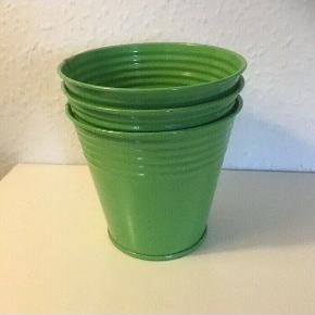 Grøn  metalspand krukke blomsterkrukke 3 stk Til Gran  Ca 25 høj og 15 ø  Spand  Samlet   Sender gerne   Se flere annoncer