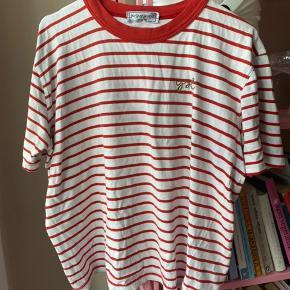 Super fin vintage t-shirt fra YSL.  Der står ikke nogen størrelse i, men vil skyde på at den er ca s/m  Mp 600 pp og evt ts gebyr  Jeg bytter ikke.