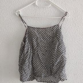 Custommade top Mønster print top Beige/sort Str 38 30% silke/ 70% bomuld  Fejler intet - bare krøllet   #Secondchancesummer