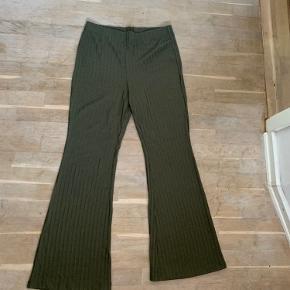 Super bløde bukser med vidde i benene!