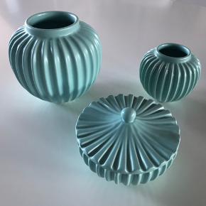 Sælges samlet. Smuk serie fra Lucie Kaas. Der er kommet et lille skår i den lille vase, els. er der ikke nogen brugsspor.