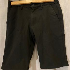 Sorte Grunt shorts sælges Nypris: 400,- Mindste pris: 100,- Bud modtages