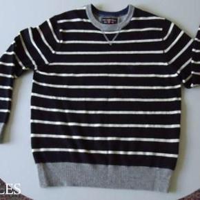 COTTONFIELD : Stribet trøje - 80 % uld Farve: flere Oprindelig købspris: 800 kr. Sort og råhvid stribet med grå rib i afslutningerne. 80 % uld og 20 % nylon. Brugt max. 2 gange og håndvasket i uldvask. Sender gerne på købers regning : DAO 39,-