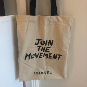 Fineste og alt-anvendelige Chanel net sælges - fået med i forbindelse med et taskekøb. Pris: 400kr.