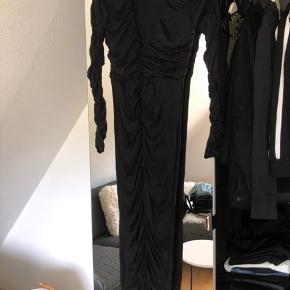 ASOS maxikjole, kjolen er aldrig brugt.  Den er lidt lille i størrelsen, så den passer nok bedst en XS, men en S kan også godt passe den.