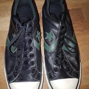 Varetype: Sneakers kr 100 Størrelse: 11 Farve: Sort Oprindelig købspris: 600 kr.  Converse læder look a like. 29.5 cm  EUR syr 46 Size 11