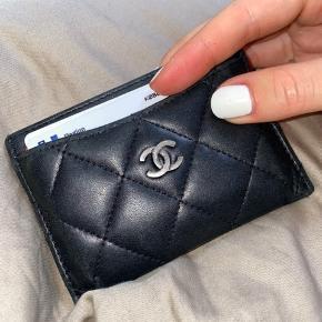 Sælger denne Chanel kortholder i lambskin. Fin stand.  BYD :)