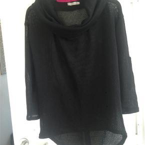 Varetype: Gennemsigtig bluse  #RydUdfordringen Farve: Sort Oprindelig købspris: 380 kr.  #RydUdfordringen