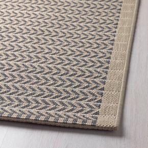LOBBÄK fladvævet tæppe i beige. Nem at renholde. Kan bruges både inden- og udendørs.  Mål: 200x250 cm   Står utrolig flot. Nypris 799 kr. Sælges pga. Flytning.