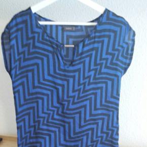 Blouse C&A, bleu et noir, motif géométriques