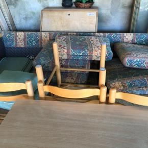Rigtig fin 3 personers sofa sælges med sofabord  Kom med et bud