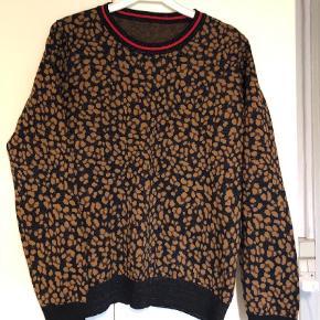 Varetype: Bluse Farve: Ukendt Prisen angivet er inklusiv forsendelse.  Dejlig sweatshirt fra et godt brand. Brugt en enkekt gang.  Der er en ubrugt kæde der følger med og den var med da jeg købte den.  Er som ny.  Størrelsen er også god til M og L.