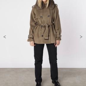 Sælger min meotine jakke. Prismærket er stadig i så den er helt sprit ny. Størrelse m-l, så man kan have en tyk trøje under.  Np: 3000kr Mp: 2300