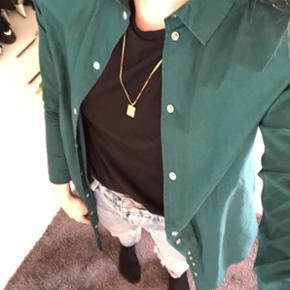 Selected Femme lang skjorte i smuk grøn farve. Str 34