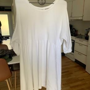 ASOS kjole i str. XL. Passer også en L. Brugt lidt og passet godt på ☺️